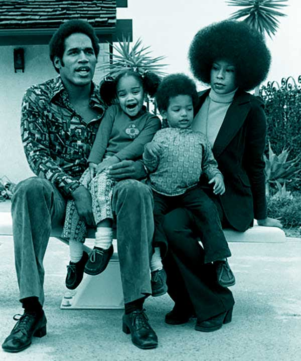 Image of Caption: Aaren with her father O.J. Simpson, mother Marguerite and with her brother