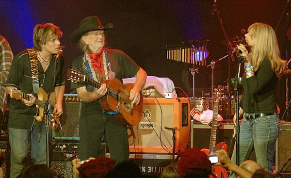 Image of Caption: Paula performing with her father Willie and with her step-brother Lukas