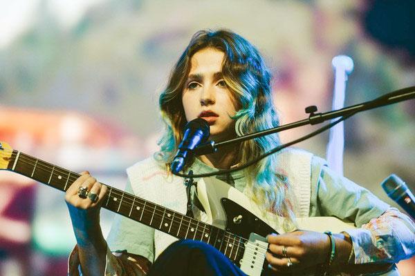 Image of Singer, Clario