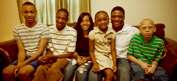 Image of Warrick Dunn with his siblings