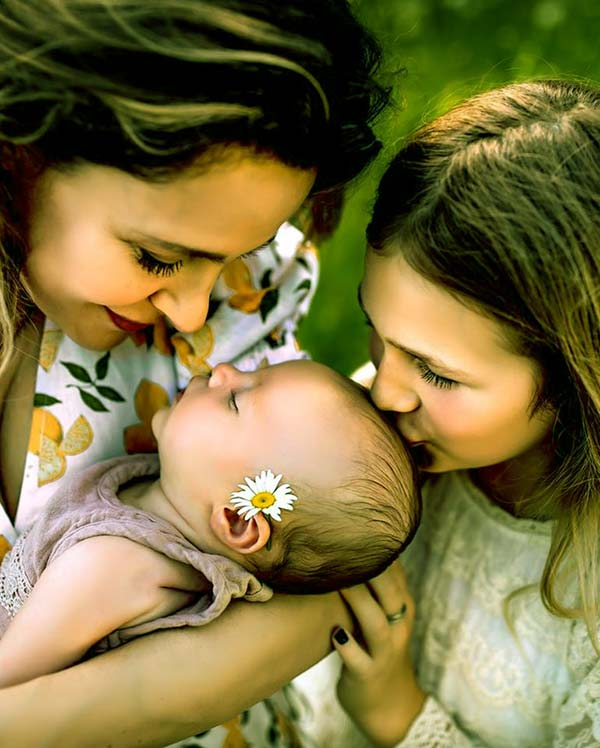Image of Jill Wagner with her kids Amy Gray and Lija