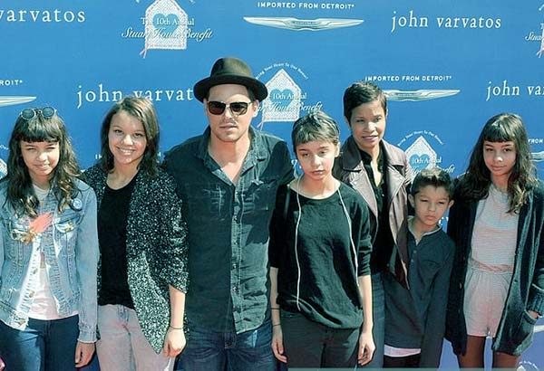 Image of Keisha Chamber with husband Justin along with their kids