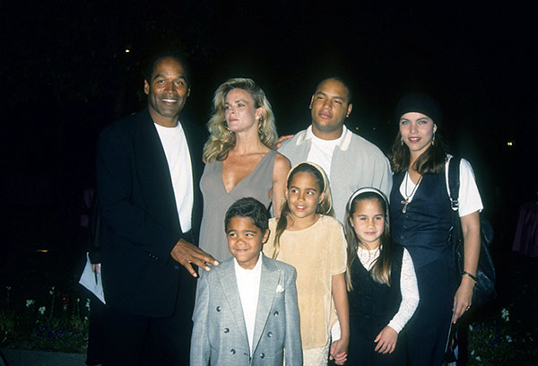 Image of Justin with his father OJ, mother Nicole along with brother Jason and sisters Sydney, Arnell and Aaren