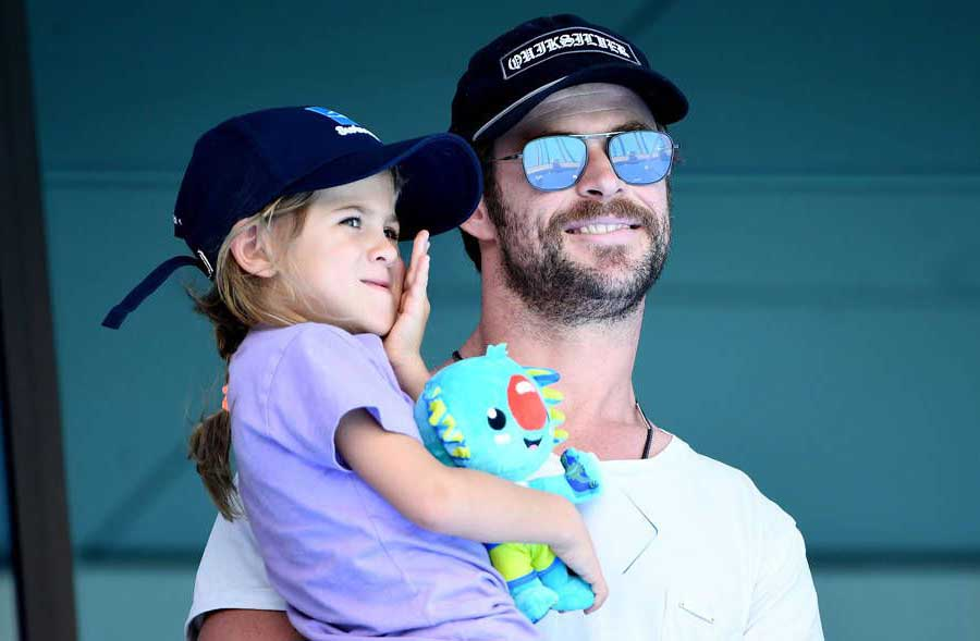 Image of Chris Hemsworth and his daughter, India.