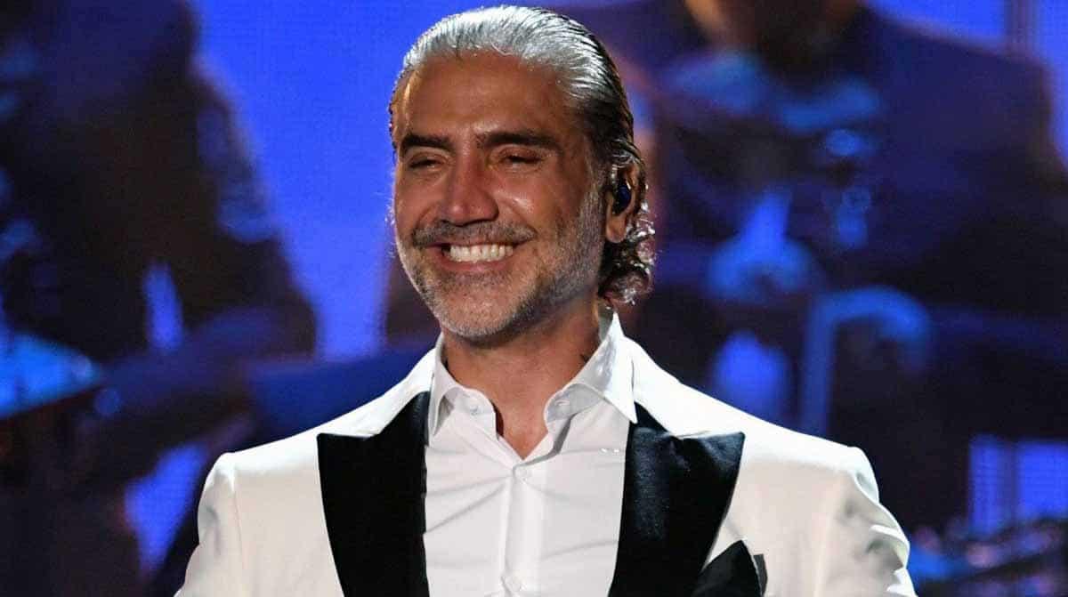 Image of Mexican singer, Alejandro Fernandez.