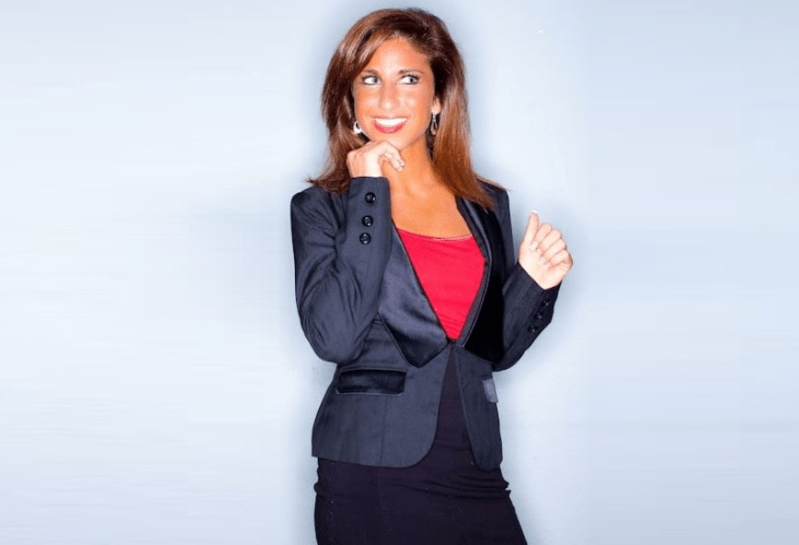 Commentator Deanna Lorraine