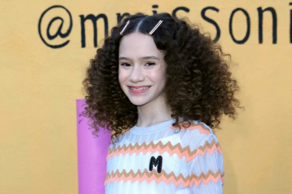 Images of an American child actress, Chloe Colem